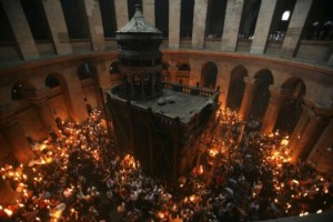 54192-a-general-view-of-the-church-of-holy-sepulchre-during-a-holy