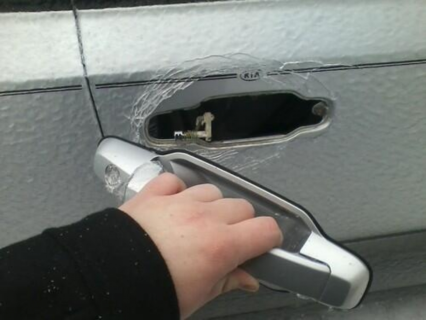 this-is-what-happens-when-you-open-a-car-door-in-20-degree-weather