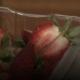 Паника во Австралија; Игли за шиење скриени во јагодите!