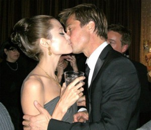 brad pitt and angelina jolie kissing