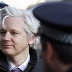 Британската полиција го уапси Асанж – По 7 години Еквадорската амбасада го исфрли