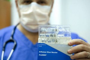 USA - Swine Flu - Doctor Wears Mask While Seeing Patients