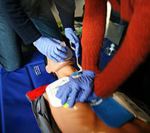 220px-CPR_training-04