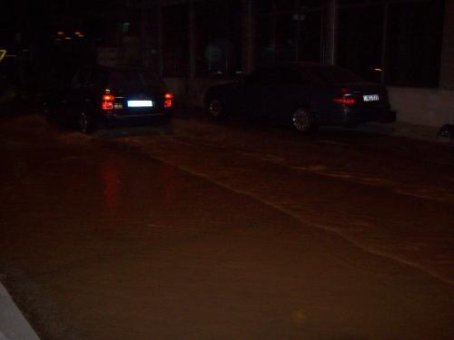 17062013003930_Pukanjeto na cevkata gi pretvori ulicite vio vistinski reki- Kicevo[1]