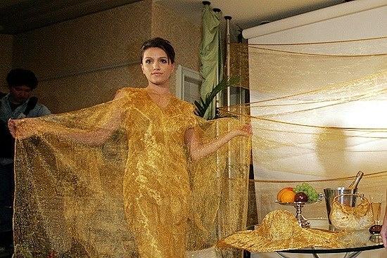 Zlatnata-fustan-na-Ginza-Tanata