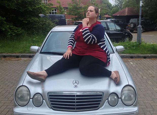 woman-and-car-1_1744044a