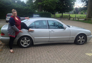 woman-and-car-4_1744043a