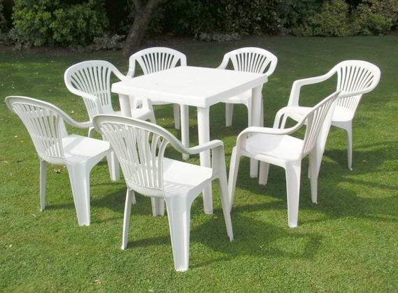 How-to-Clean-Patio-Garden-Furniture-Plastic-Furniture