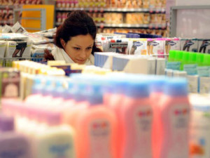 Zena_kupuje_kozmetika