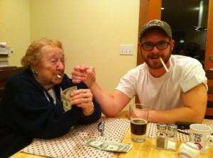 super-baba-najpopularna-baba-na-internet-so-tviter-profil-i-tetovaza-na-103-godini-2