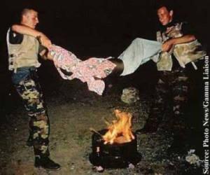 belgijski-un-vojnici-peku-dijete-iz-somalije-na-vatri