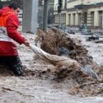 Три жртви во поплави во Романија, жена ја однесе надојдена река, а маж се удави
