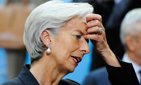 Christine-Lagarde-hand-to-007