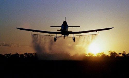 avion prskanje-komarci