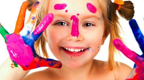 dete-se-igra-bojama-490x275