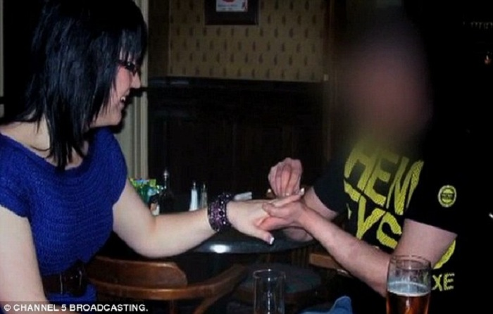 02-0-Kylie_being_proposed_to_by_her_now_ex_boyfriend_on_her_24th_birt-a-6_1421205782769