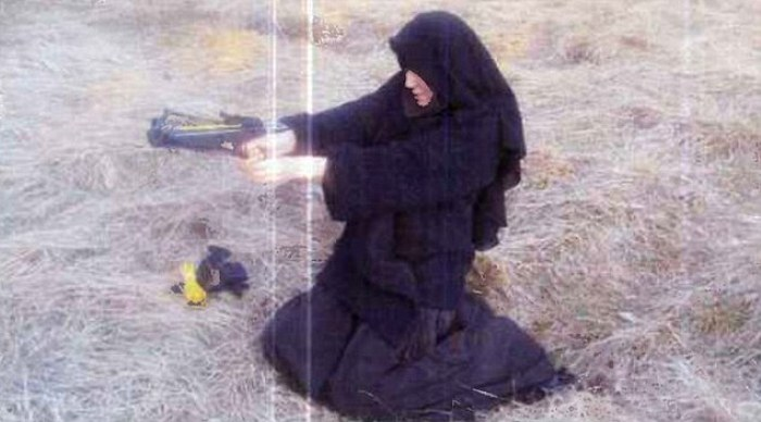 devojka-teroristi-bar-06