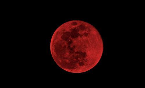 mesecina zatemnuvanje krvava