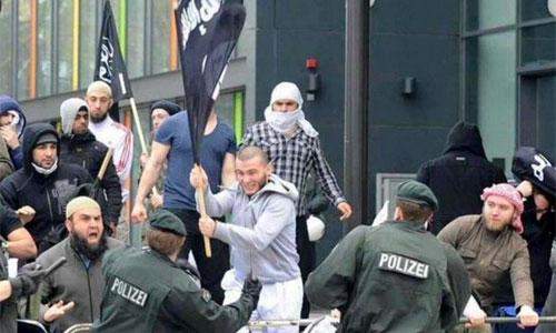 isis-flag-imigrants.jpg500