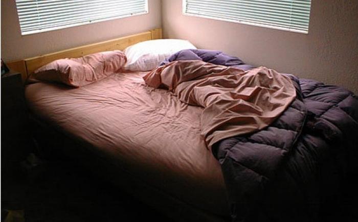 krevet postelina pernica