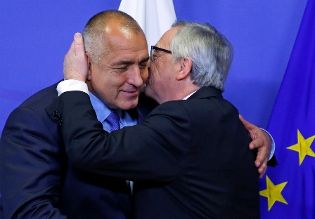 European Commission President Jean Claude Juncker (R) welcomes Bulgarian Prime Minister Boyko Borissov (L) ahead of a meeting at the EU Commission headquarters in Brussels December 4, 2014.     REUTERS/Yves Herman   (BELGIUM - Tags: POLITICS)
