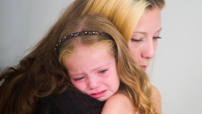 majka-tesi-dete-devojcica-place-2-620x350-44631