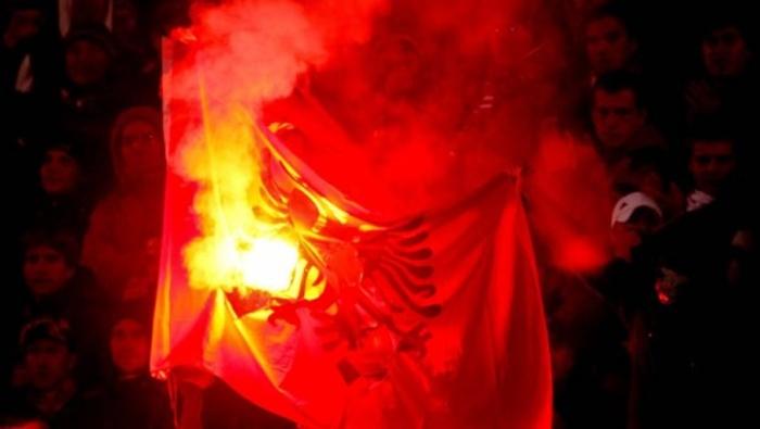 albanska-zastava-navijaci-620x350-50601