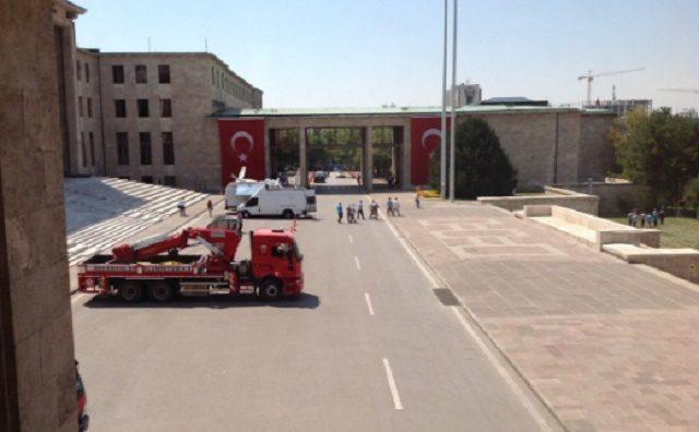 turski-parlament-evakuiran-640x396