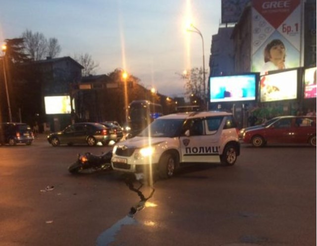 policija motor sudar