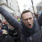 """Навални отруен тврди неговиот портпарол –  Кремљ бара да не се верува на """"теории на заговор"""""""