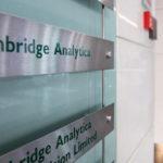 Истражители влегоа во просториите на Кембриџ Аналитика која злоупотреби милион Фејсбук профили