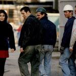 Франција воведува казна од 90 евра за сексуално вознемирување на улица