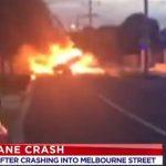 Мелбурн – се урна авион меѓу куќите, загина пилотот