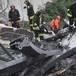 ВИДЕО: Моментот на рушењето на мостот во Џенова – автомобилите паѓаат, луѓето врескаат