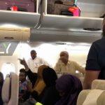 """Видео: Паника во """"заразениот """" авион – патниците ставени во карантин на аеродромот во Њујорк"""