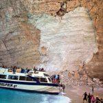 Одрон на плажа на познато грчко летувалиште, има повредени и исчезнати