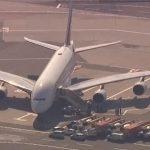 Патници од два авиона во карантин на аеродром во Филаделфија