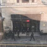 Паника во Лондон – маж упадна со мачета во седиштето на Сони, има повредени