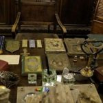 Во подрум пронајдено загубено руско богатство, злато, слики, икони…