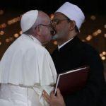 Папата се бакна со муслимански свештеник
