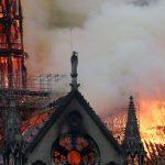 Французите во солзи: Изгоре симболот на Париз, повеќе ништо нема да биде исто