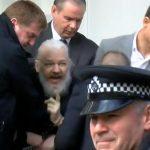 Видео од апсењето на Асанж